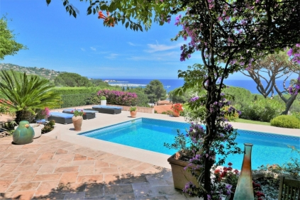 Beautiful seaview villa very close to the beach