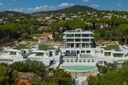 Outstanding private domaine with modern design villas