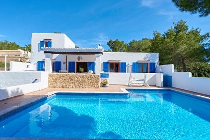 Authentieke Ibiza villa met schitterend zeezicht en zeer veel potentieel!