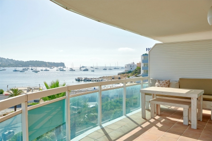 Stunning frontline 3 bed apartment offering amazing views of Talamanca Bay