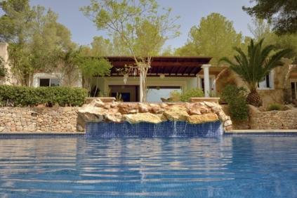 Sfeervolle en vrij gelegen Ibiza villa met verhuurlicenctie op slechts enkele minuten van Ibiza stad