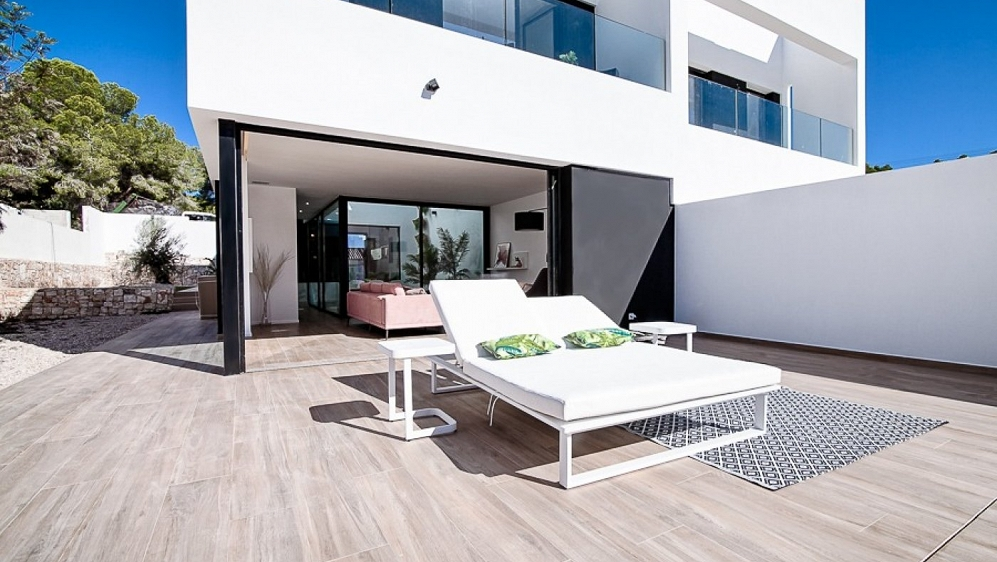 Stunning contemporary townhouses just 300 m from the beach and towncenter of Moraira