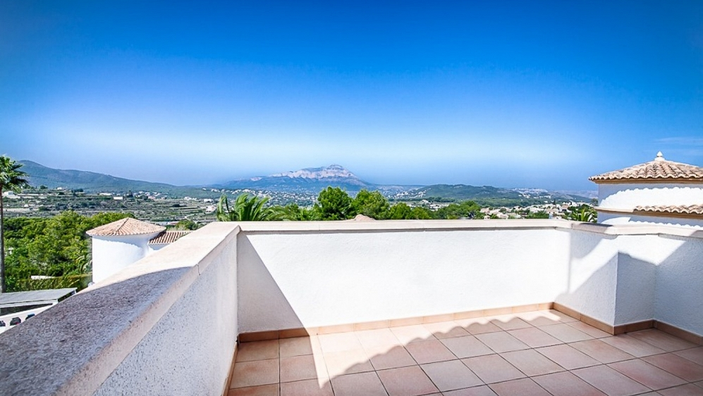 Lovely house in immaculate condition with panoramic views