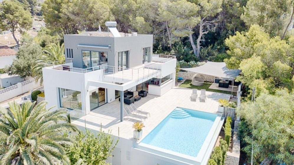 Beautiful contemporary villa with lovely sea views and 100% privacy