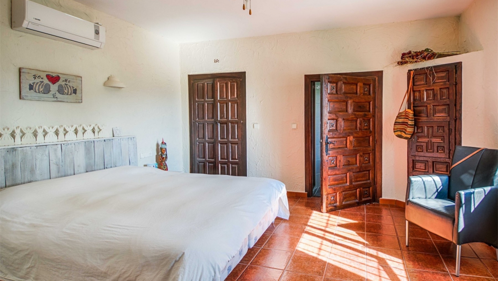 Very charming finca style villa with guesthouse