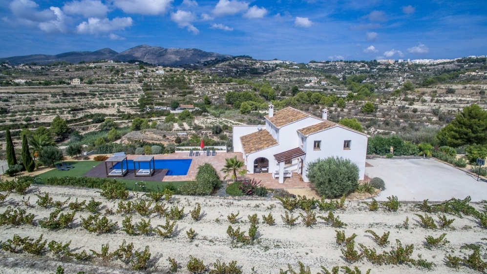 Awesome large modern finca with panoramic views of the mountains