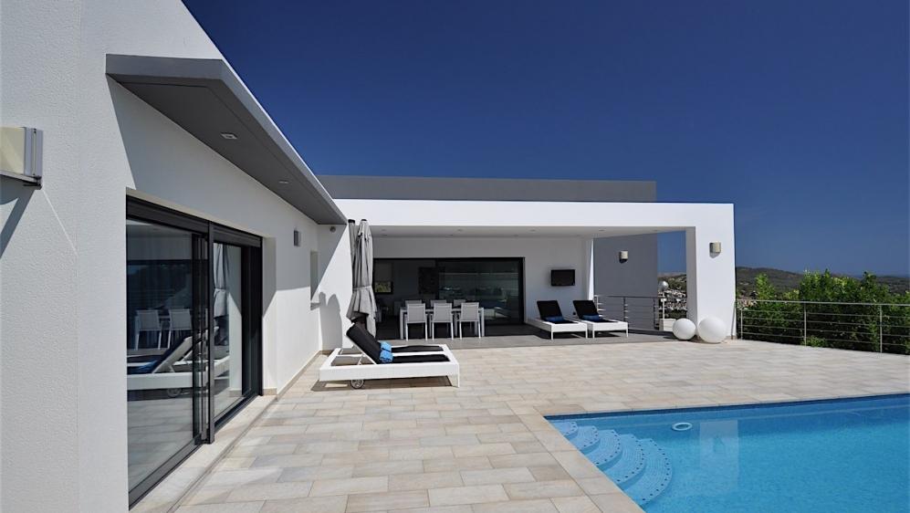 Beautiful modern villa with nice sea views