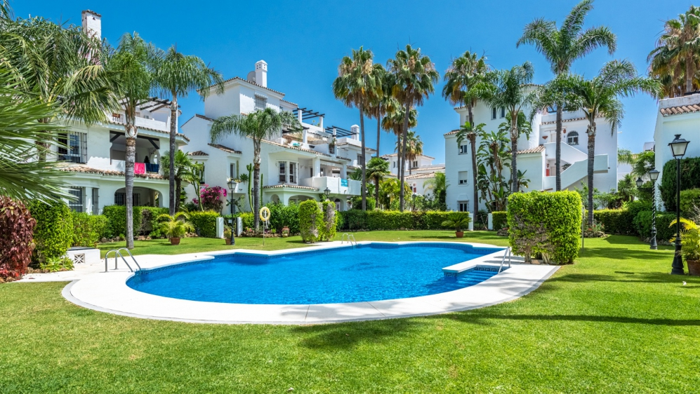 Fully renovated top floor apartment in the popular area of Nueva Andalucia