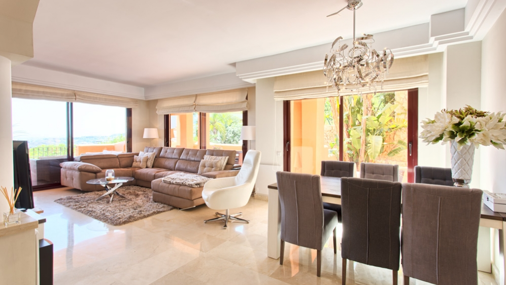 Very spacious and elegant apartment with stunning views