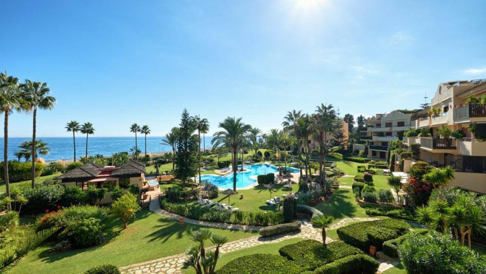 Stunning beachfront luxury apartment boasting amazing sea views