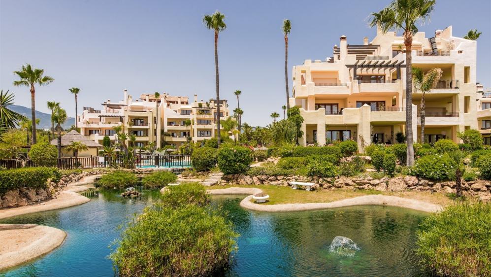 Schitterend luxe penthouse direct aan het strand op loopafstand van het centrum van Estepona