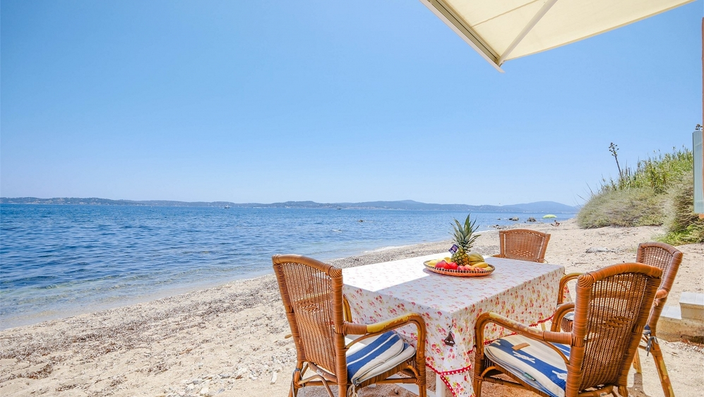 Stunning sea front apartment set directly on the beach in Sainte Maxime