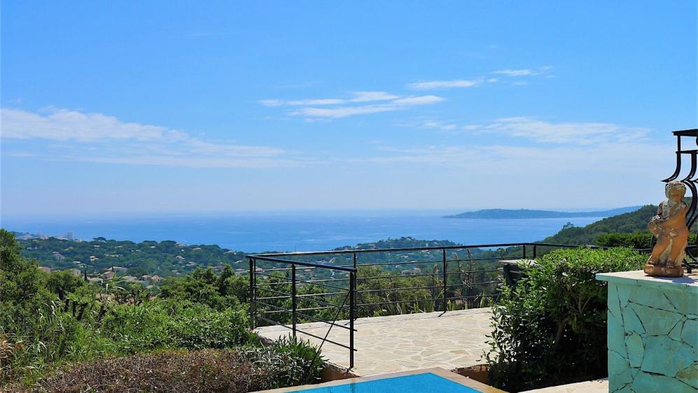 Zeer mooie villa met fantastisch panoramisch uitzicht op zee