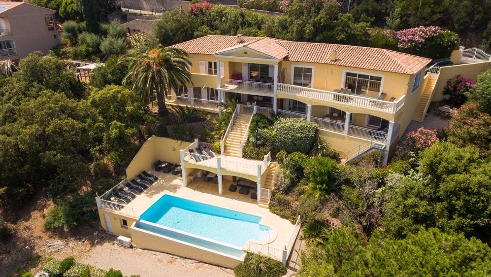 Zeer ruime villa met schitterend zeezicht in Les Issambres ideaal voor verhuur!