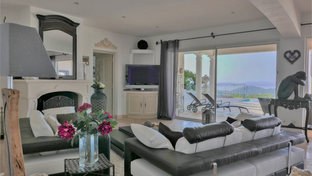 Superb modern villa with stunning sea & golf views