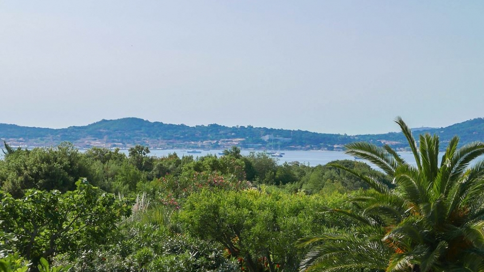 Lovely family house overlooking St Tropez bay and walking distance to the beach and golfcourse