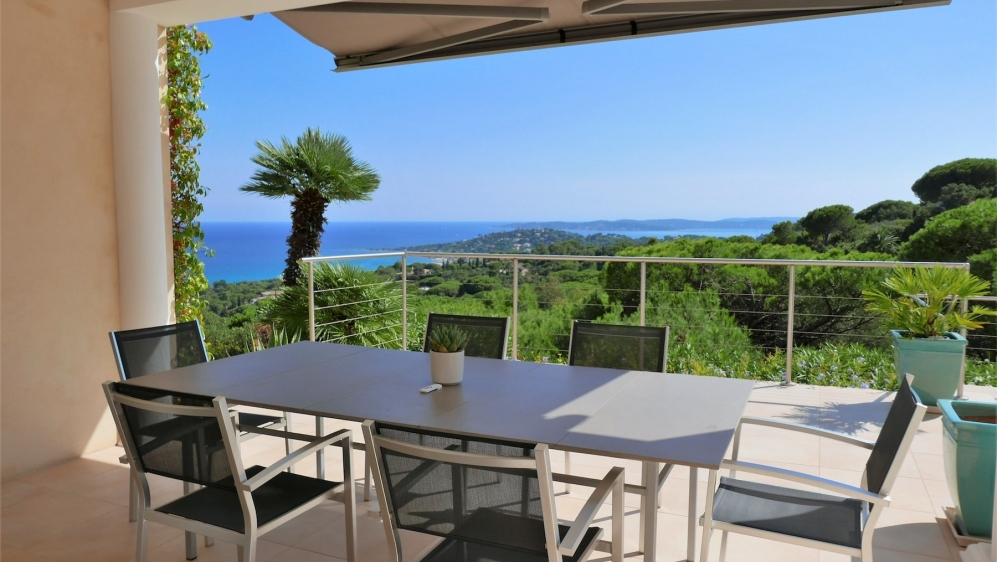 Large contemporary villa enjoying a panoramic sea view over the Gulf of Saint-Tropez.