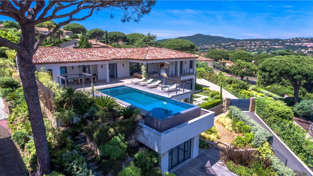 Spectaculair contemporary villa overlooking the bay of Saint Tropez