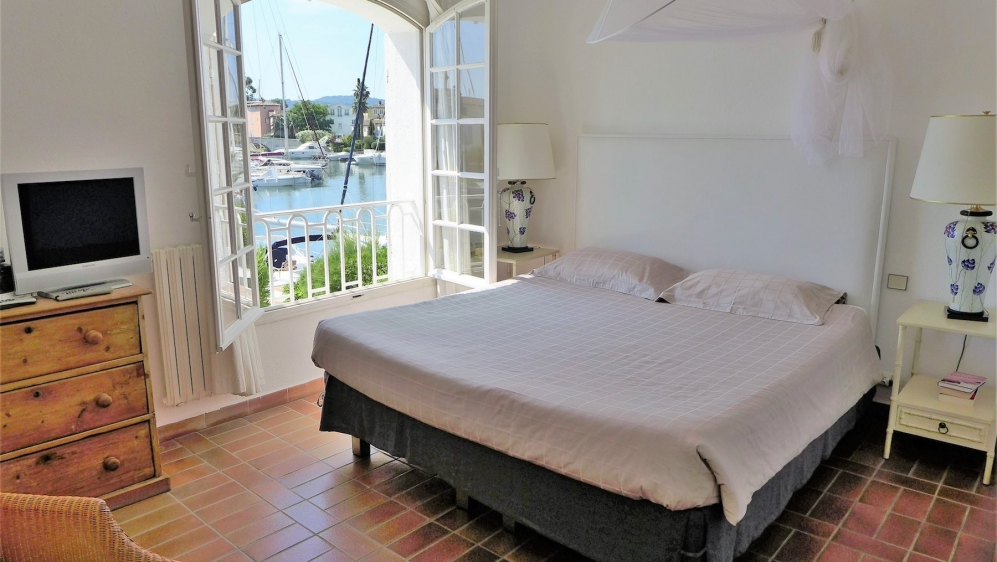 Renovated Fisherman's house with mooring in Port-Grimaud