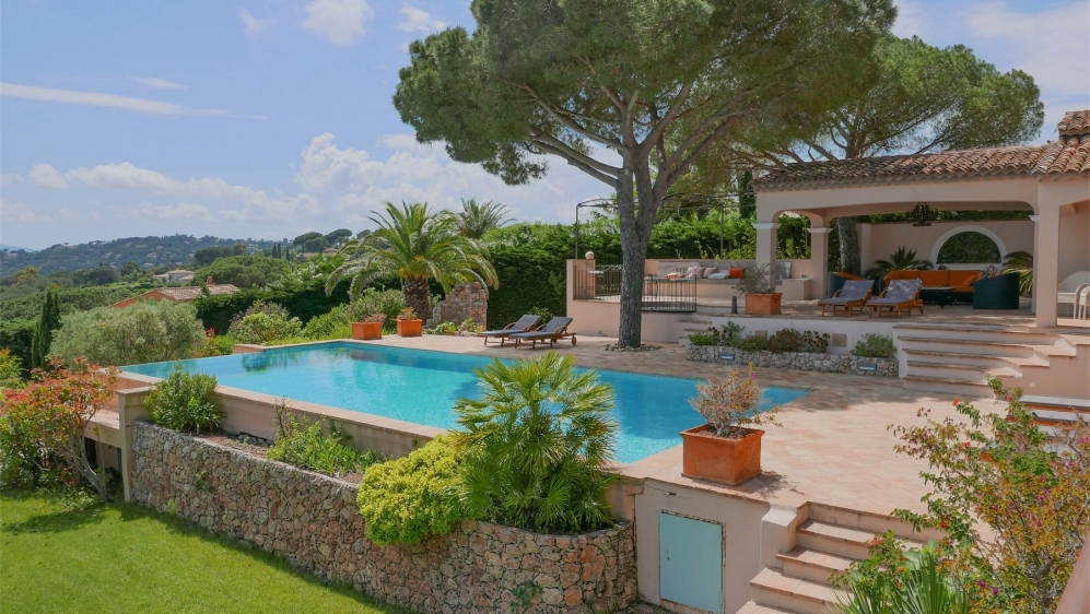 Impressive villa with incredible views of Saint Tropez bay