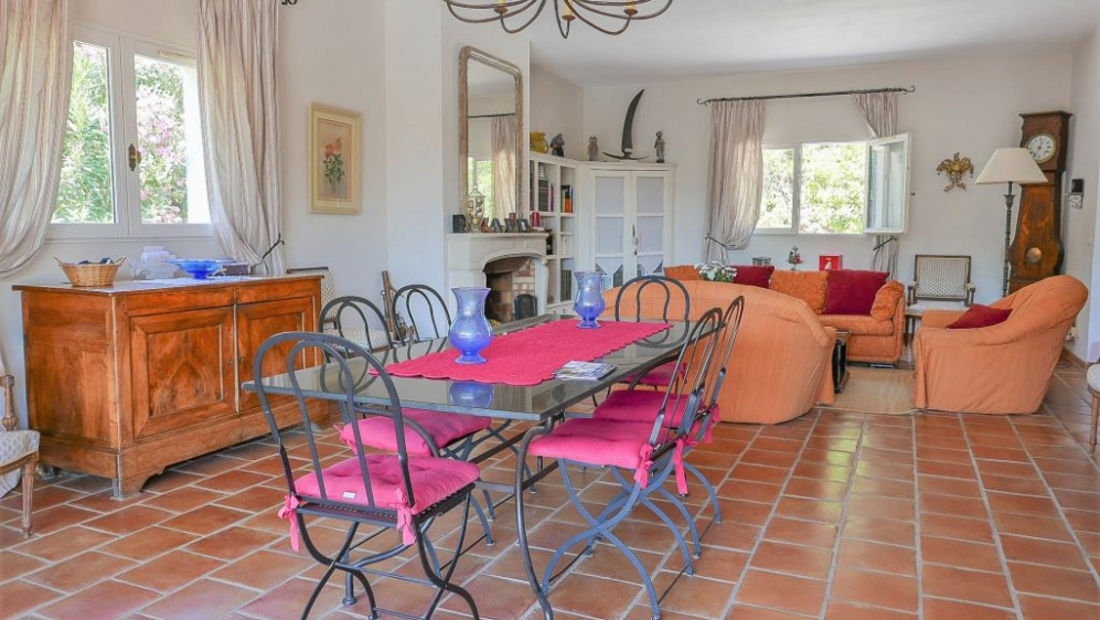 Lovely Provencal villa in private domain at walking distance to the beach