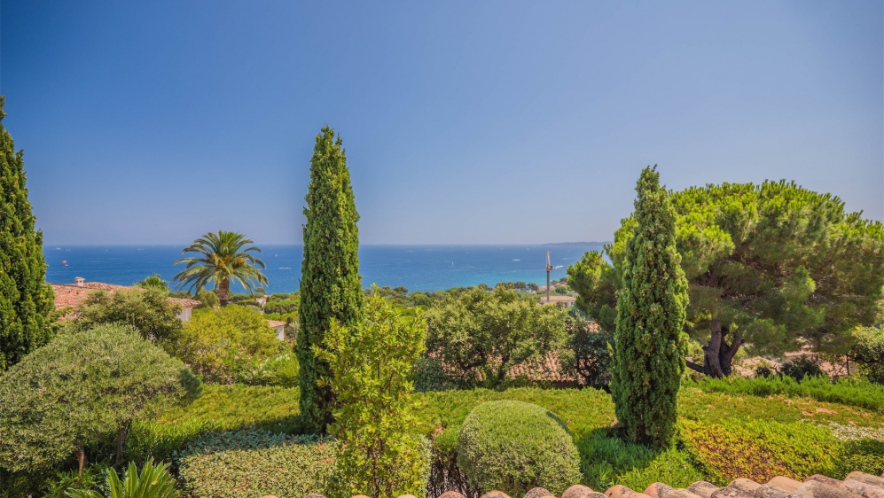 Lovely Neo Provencal style villa with beautiful sea views and close to the beach