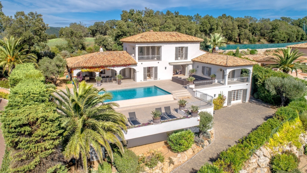 Spectaculair Neo Provencal villa offering the most amazing sea views