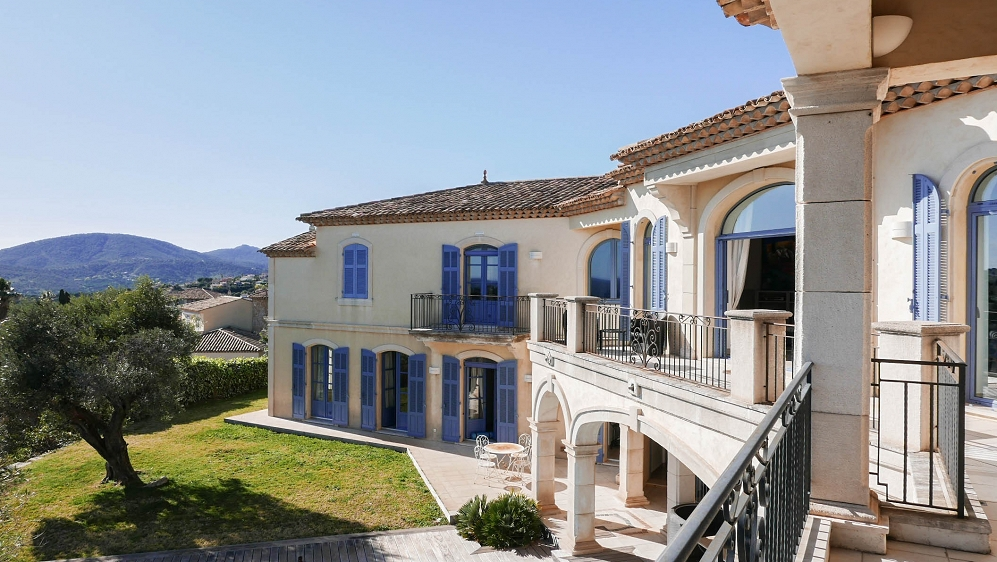 Imposing modern Provencal villa in prestigious estate overlooking the Saint Tropez bay