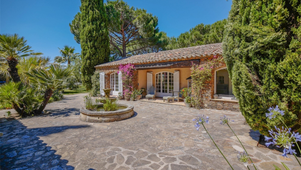 Perfect family retreat: Superb Provencal villa on a big plot with full privacy