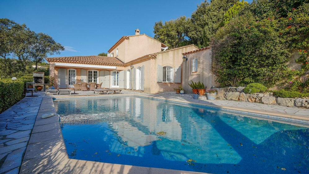 Lovely Provencal villa in private domain with stunning sea views