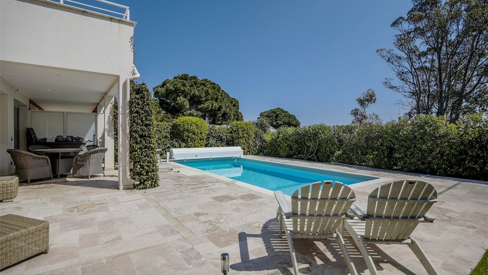 Lovely semi-detached villa in private domain just 50 m from the sea