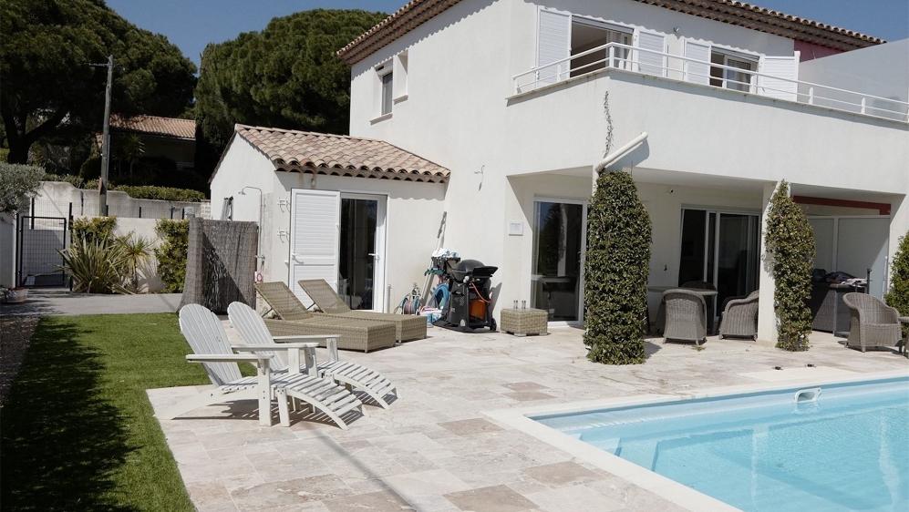 Zeer leuke eigentijds huis in klein privé domein op slechts 50 meter van de zee
