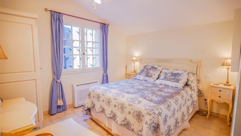 Buitenkans: Sfeervolle en ruime Provencaalse villa in privé domein met schitterend zeezicht