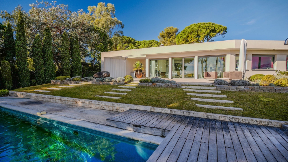High quality contemporary villa close to the beach with amazing sea views
