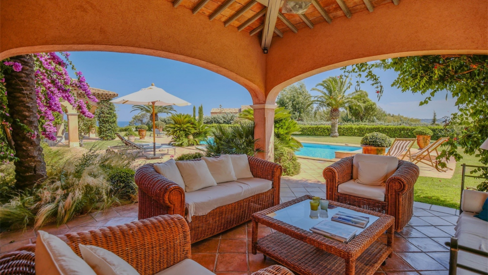 High end Provencal villa full of charm with amazing sea views in private estate
