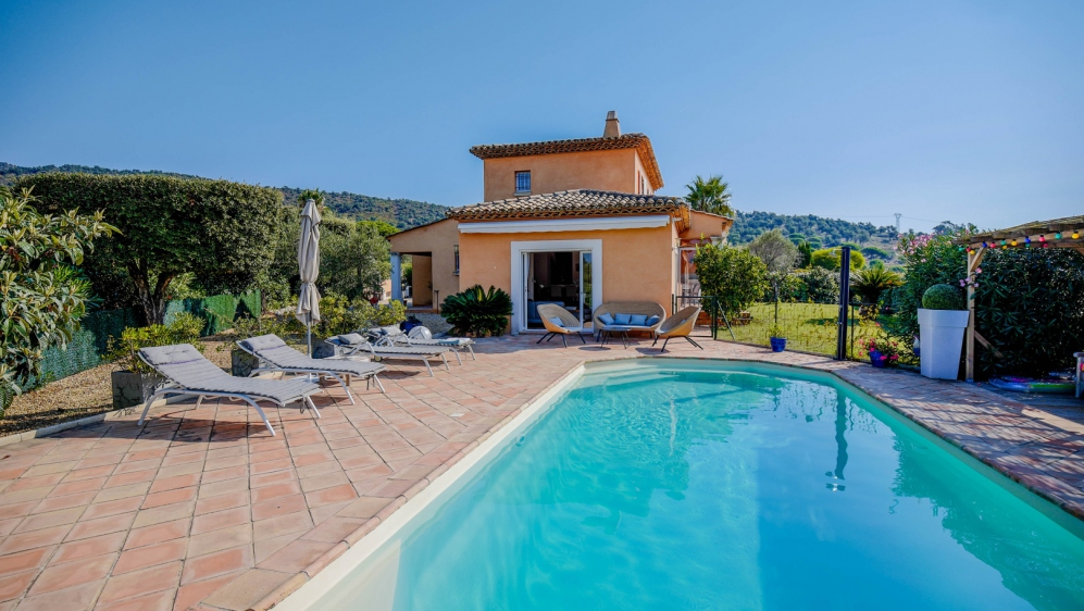 Perfectly maintained Provencal villa in lovely location