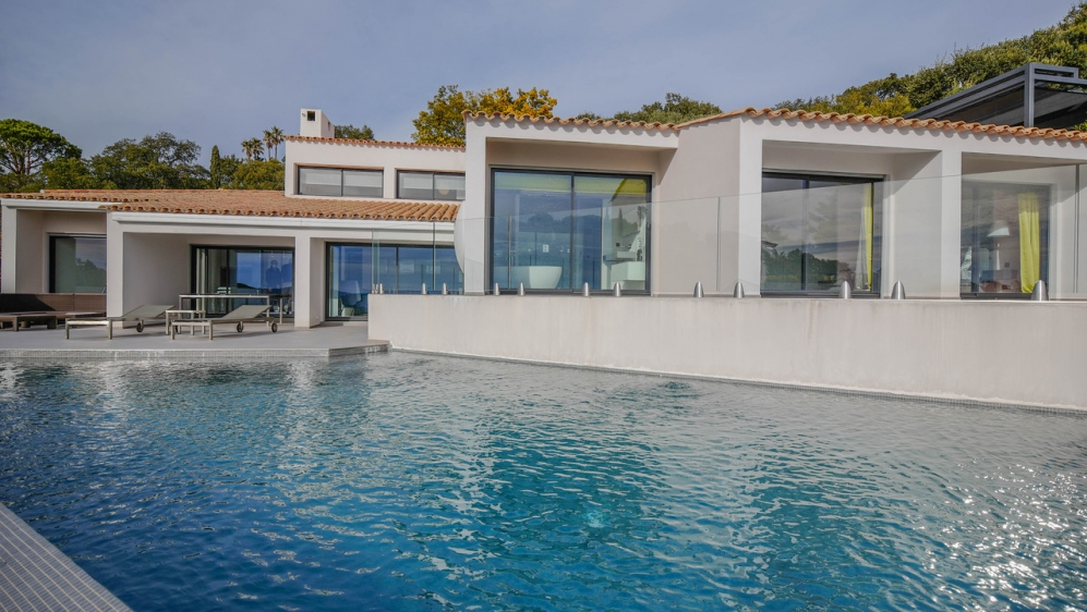 Stunning contemporary villa with panoramic sea view in private domain