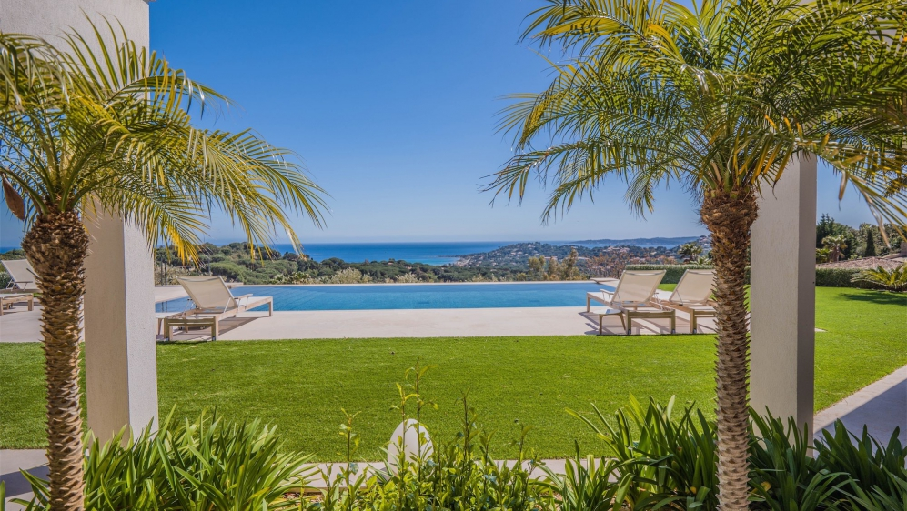 Fenomenale moderne villa van topkwaliteit met schitterend en uniek zeezicht
