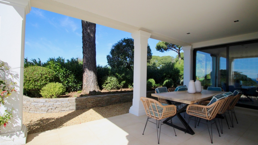 Very rare and charming sea view villa for sale in toplocation La Croix-Valmer