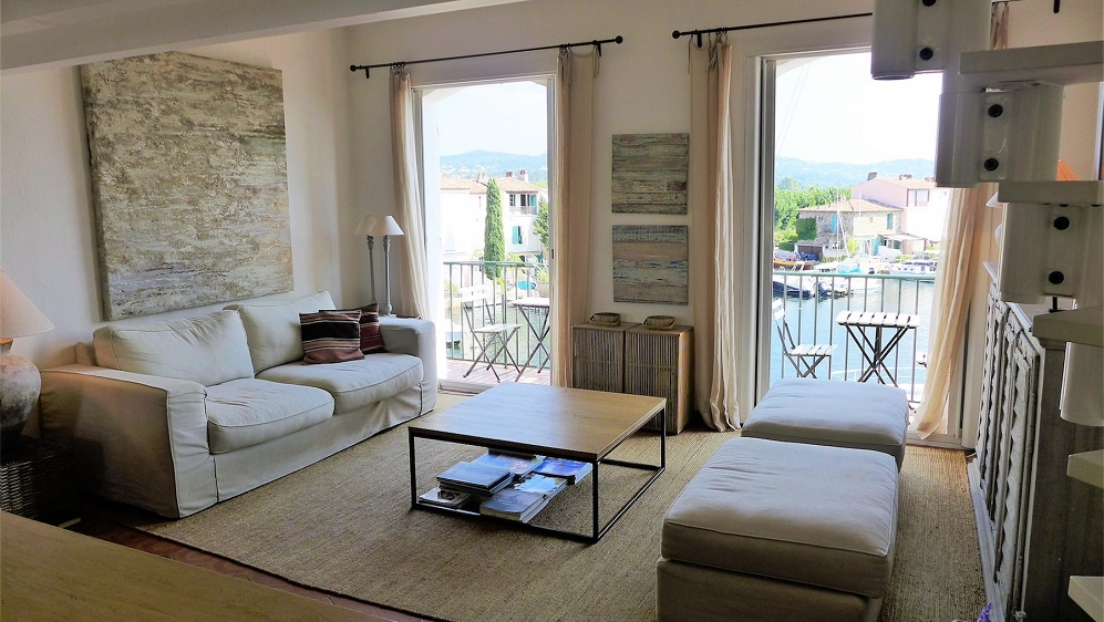 Beautiful frontline apartement in Port Grimaud with private boat mooring