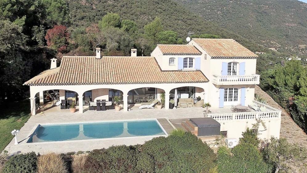 Indrukwekkende droomvilla met fabelachtig uitzicht over de baai van Cavalaire