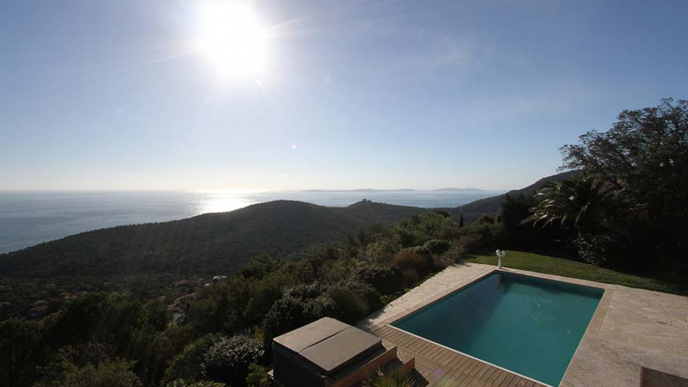 Impressive villa with fabulous views over the bay of Cavalaire