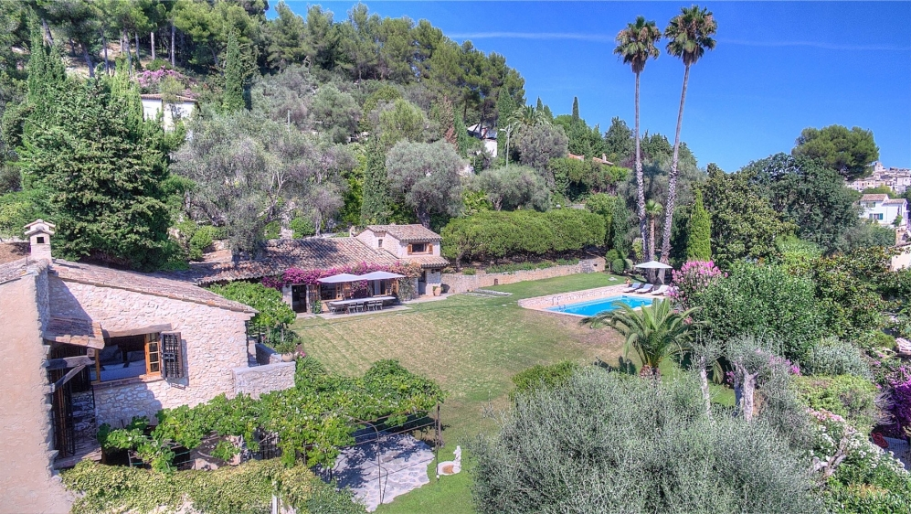 Stunning authentic farmhouse at walking distance from historic Saint Paul de Vence