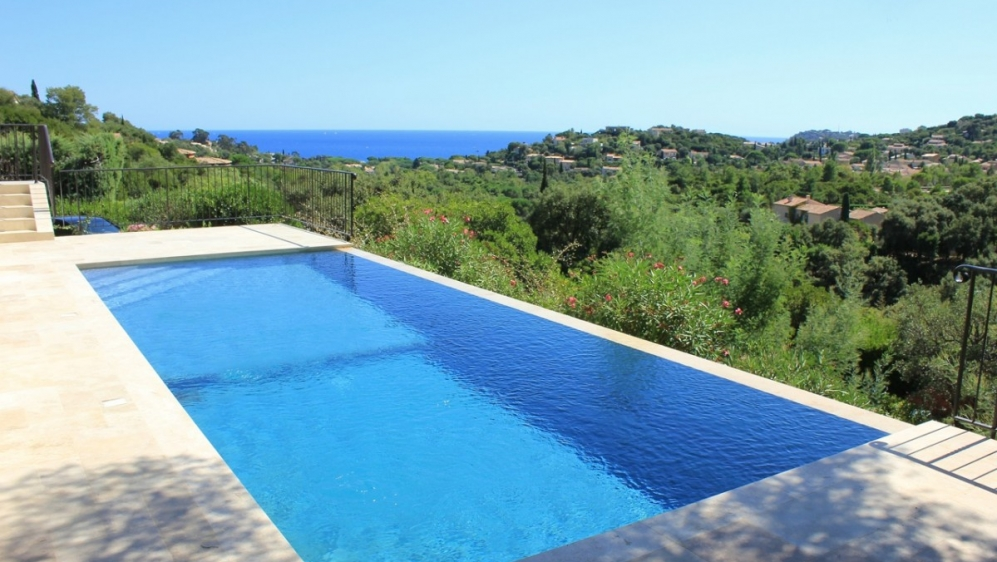 Beautiful renovated villa with sea view