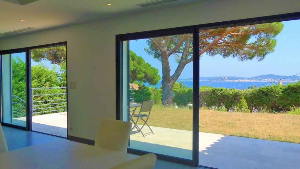 Modern sea view villa close to the beach
