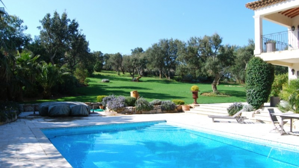 Stunning bastide in private domaine