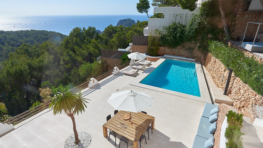 Beautiful contemporary villa with stunning sea views and touristic license