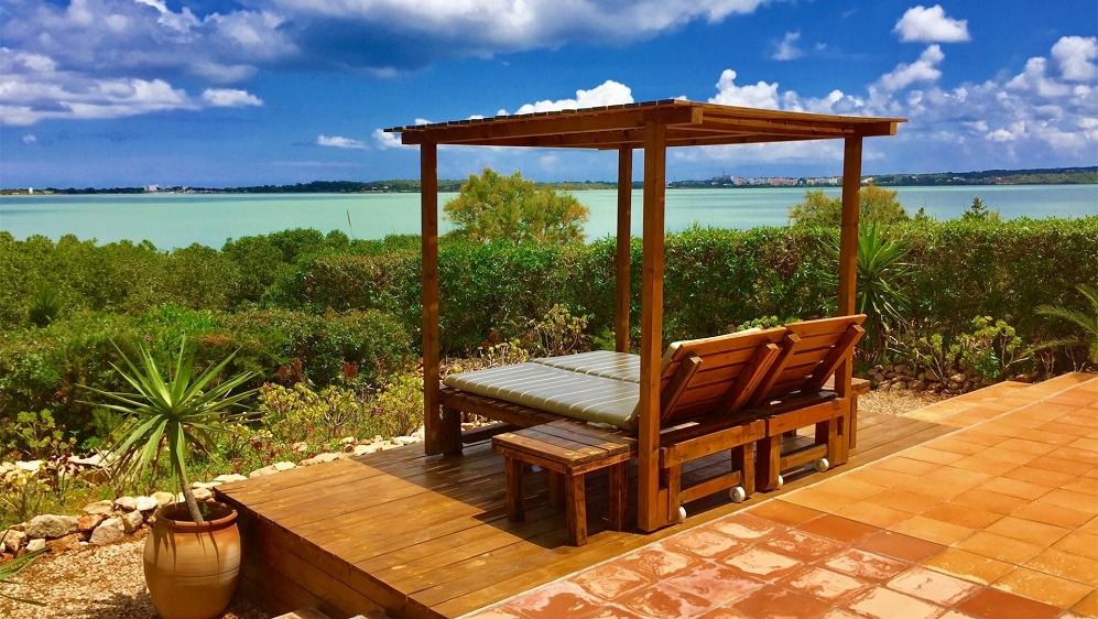 Huis met spectaculair uitzicht en verhuurverguning pal aan zee in Formentera!