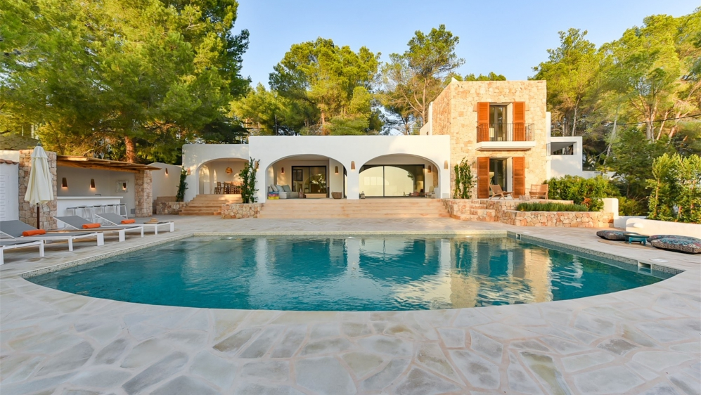 High quality charming Ibiza property with stunning sea and sunset views