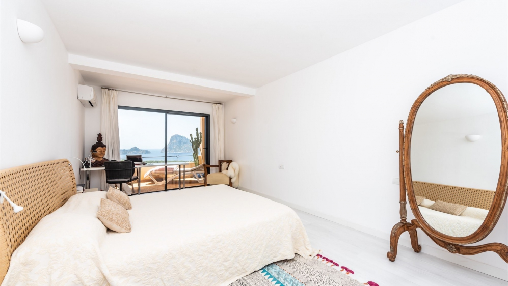 Schitterend Ibiza stijl townhouse met panoramisch uitzicht op Es Vedra